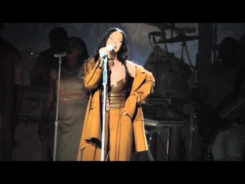 Rihanna - Love on the Brain (Live at Barclays...