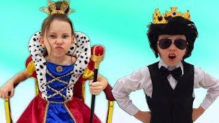 Alice vestidocon una princesa y La abuela enseña reglas de conducta para niños