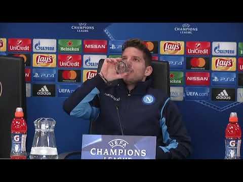 Champions League, Feyenoord-Napoli: la conferenza pre-partita di Mertens e Sarri (5-12-2017)
