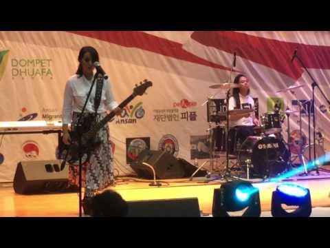 Kotak band feat Arda naff suami Tantri live korea
