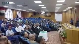 مصر العربية | وزير الصناعة يسلم عقود تخصيص 72 قطعة أرض بالمجان في المنيا