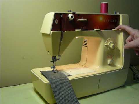 NIFTYTRIFTYGIRL: Vintage 70s Singer model Starlet 495 Sewing Machine