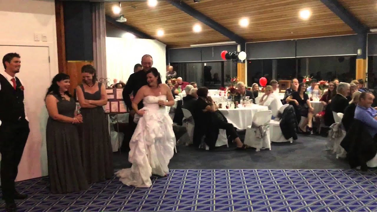 Daughter Does Wedding Speech That Makes Everyone Cry
