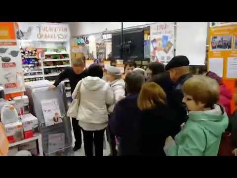 Пенсионеры устроили потасовку в очереди за сушилки по акции. Оренбург