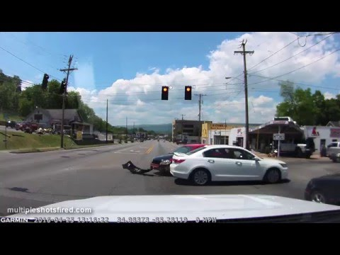 Driver makes left turn, hits oncoming car Rossville, GA--04-25-16