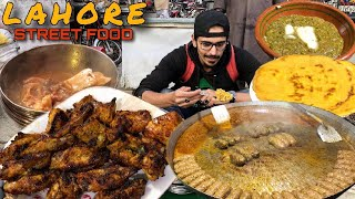 ULTIMATE PAKISTANI STREET FOOD TOUR IN LAHORE - NASIR BONG PAYE, SAAG OR MAKKI KI ROTI, BBQ