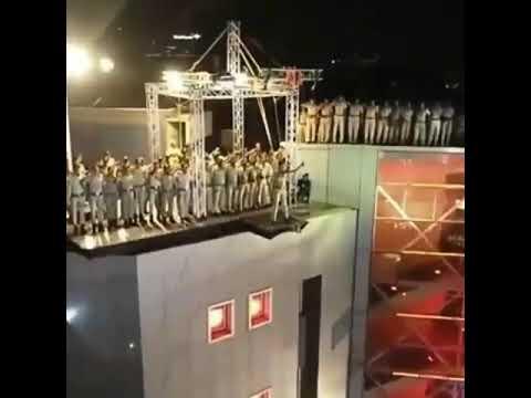 #akshaykumar Daredevil stunt by khiladi Akshay kumar At #Umang2019 Mumbai police show. thumbnail