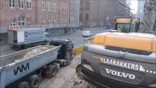 Bagger Volvo 360 LKW beladen von allen Seiten