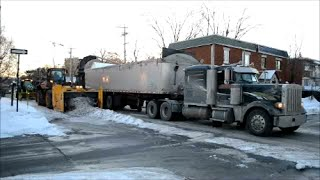 PETERBILT 379 & KENWORTH W900 DUMP TRUCKS IN MONTREAL SNOW REMOVAL OPERATION