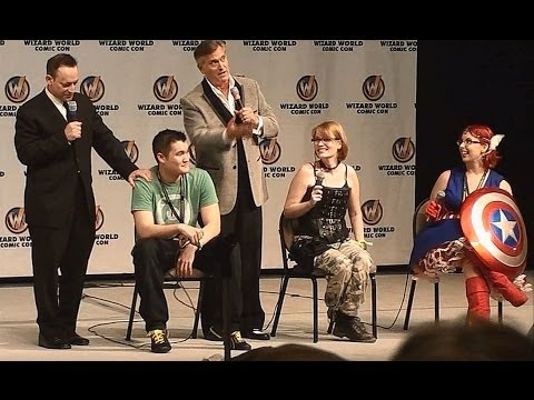 Bruce Campbell and Ted Raimi vs The Audience St.Louis Comicon 2014