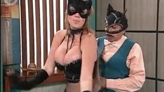 Repeat youtube video ¡A Que Te Ríes! - Gatubela! Catwoman!