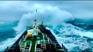 Ships Caught in Storms Compilation [ACUTAL FOOTAGE]
