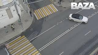 В центре Москвы на Остоженке автомобиль въехал в пешеходов. Виновник аварии певец Эльмин  Гулиев