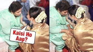 Rekha Goes Down on Her Knees To Respect Saroj Khan