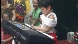 3,5 tuổi biểu diễn Organ giao lưu