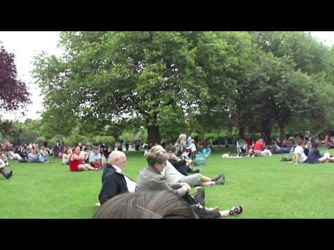 Sunday in Stephen's Green Park, live music.