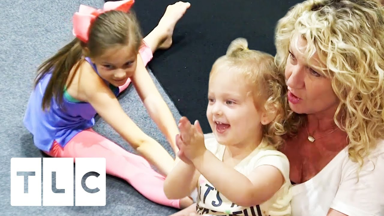 Blayke Shows Off Her Gymnastics Skills   Outdaughtered