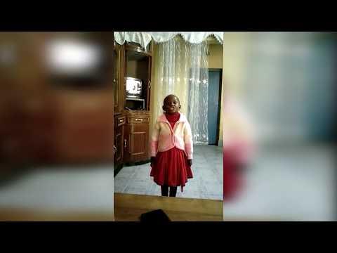"""4 years old Girl narrates a shairi """"...acha niende nicheze"""""""