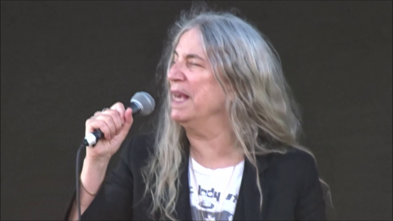 Patti Smith - Because The Night, Live in Dublin 06/06/18 - YouTube