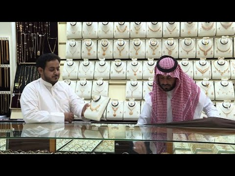 At Riyadh gold souk, 'Saudization' spells scarcity of salesmen