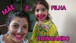 MAE E FILHA BRINCANDO DE CABELEIREIRO