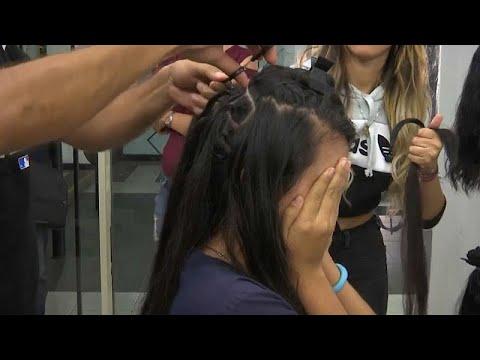 شاهد.. فنزويليات يبعن شعرهن لتأمين لقمة العيش  - نشر قبل 2 ساعة