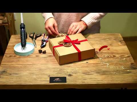 Kalėdinių dovanų pakavimas