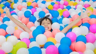 Kids Play Slide Rainbow Colors Balls indoor playground! Kids Wheels on the Bus Song Children