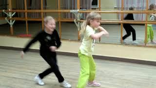 Посмотрите видео!!!! Девочки танцуют!