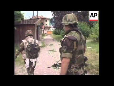 KOSOVO: PEC: ALBANIANS CONTINUE TO LOOT SERB HOUSES