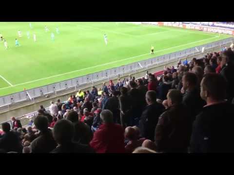 Willem II supporters gooien Feyenoord fan van tribune