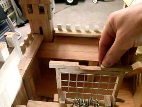 Castillo de madera wooden castle construido por m for Casas con puertas de madera