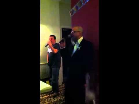 harry hill lookalike sings on karaoke
