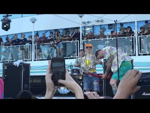 New Found Glory - Vicious Love (feat. Hayley Williams) - Parahoy 2 - 08/03/16