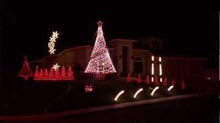 Cougar alumnus dazzles neighborhood with holiday light show