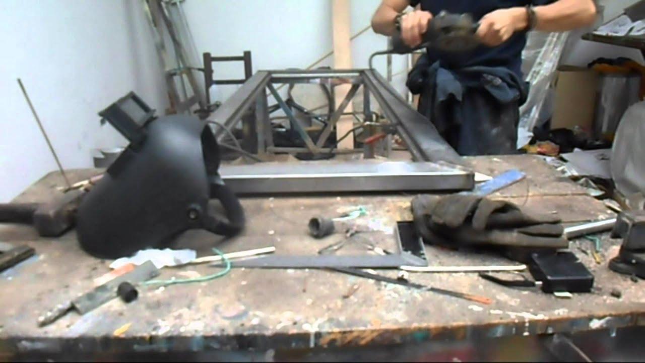 Como hacer una puerta metalica youtube for Modelos de puertas metalicas