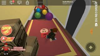 Playing Roblox wid my annoying sister!!!!