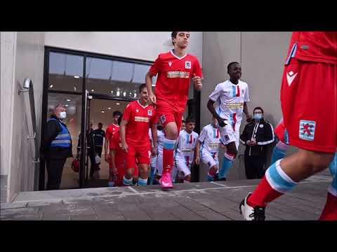 Testspiel im Stade de Luxembourg - Einlaufen