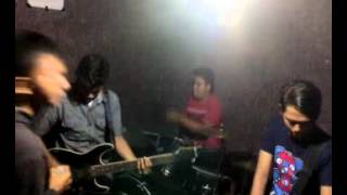 Video KENANGAN TERINDAH-CRISPY BAND.mp4 download MP3, 3GP, MP4, WEBM, AVI, FLV Juli 2018