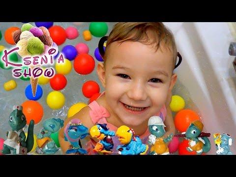 20 Киндеров 90-х Ищем сюрпризы в ванной с шариками  Kinder Surprise 90th years