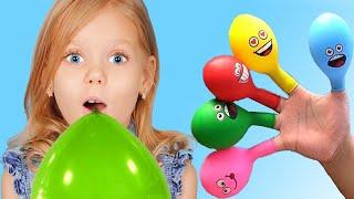 Canción de Color de la familia del dedo con bolas   Canciones Infantiles con Vitalina