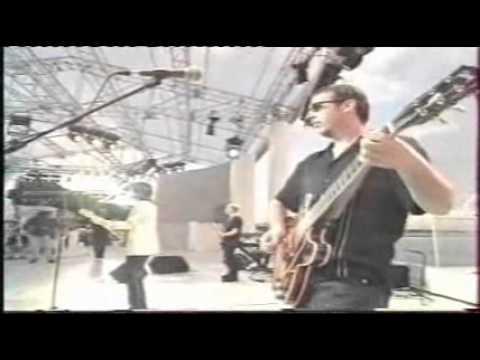 "The Pretenders : ""Human""   Live.wmv"