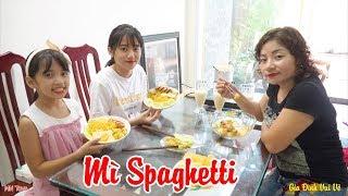 Mì Trộn Spaghetti Trứng Xúc Xích Cá Viên Chiên - Mẹ Nấu Vội Bữa Trưa - Gia Đình Vui Vẻ - MN Toys