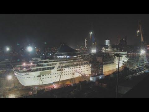 Amazing timelapse video: Cruise ship gets cut in half and 'stretched'