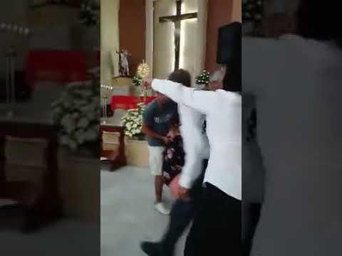 Mujer intenta dañar imagen de la Virgen con un martillo en iglesia de Altamira