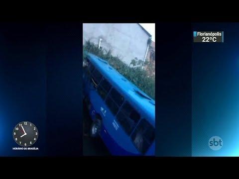 Cinco pessoas morreram em um acidente de ônibus em Belo Horizonte | SBT Brasil (14/02/18)