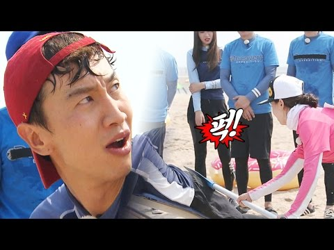 Lee Kwang Soo, being hit by Jihyo with stick for penalty 《Running Man》런닝맨 EP438