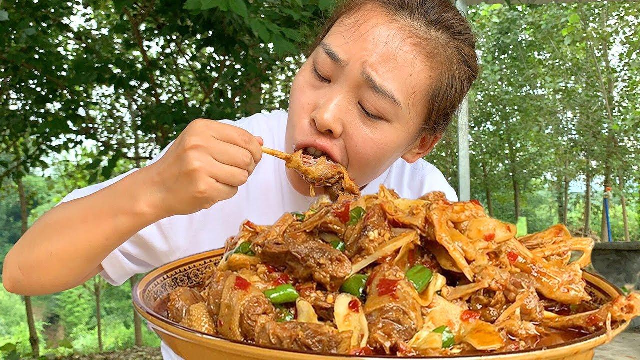 """3斤鴨子,秋妹做""""仔薑鴨"""",麻辣入味,配著米飯超安逸!【顏美食】"""