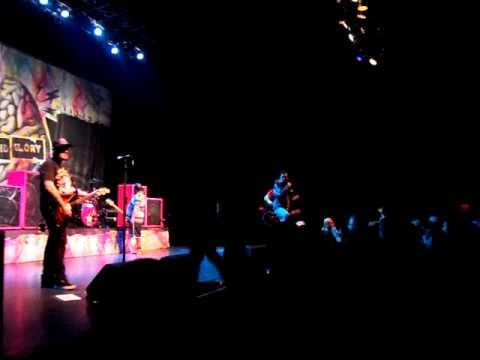 New Found Glory - Boy Crazy (10/21/2011)