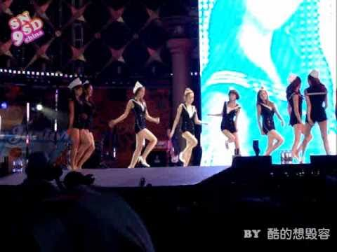 [Fancam] 100821 SNSD - Genie (Tiffany fell down)@ SM TOWN Concert 2010